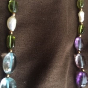 Jewelry - multi colored bead necklace